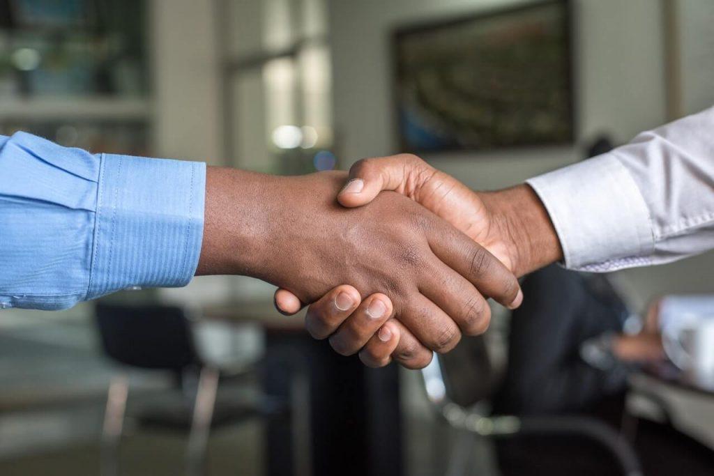 landlord-tenant-handshake